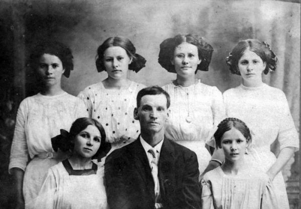 1913 Burnett friends