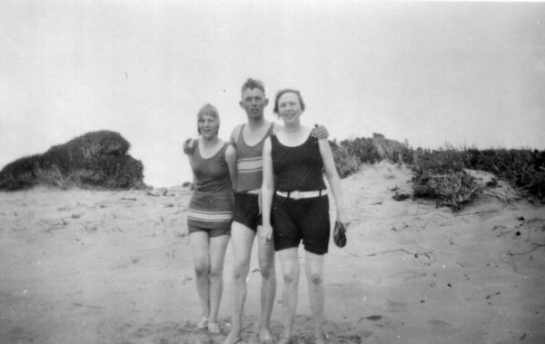 1929 Beachport - Una Boase, _ Spencer, Thelma Chapman