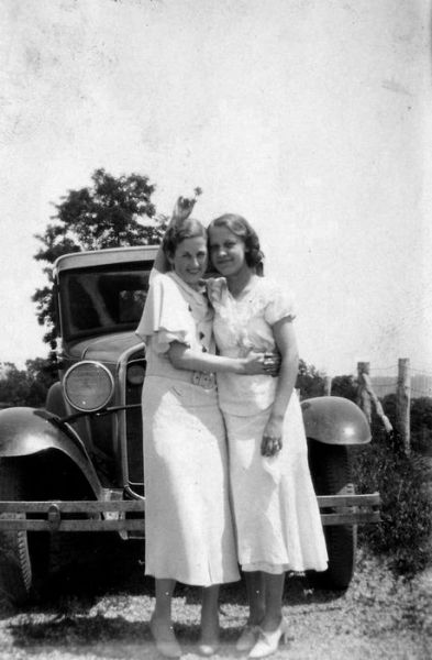 1933 Helen McNealey, Eloise Niday