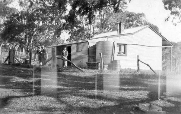 1940 04 Lovely Valley - Jean, Amos, Colin Sargent