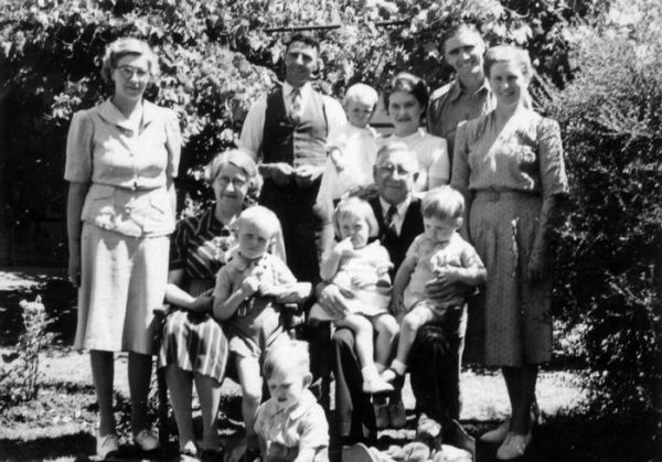 1943 05 Sargent and Shepherd families