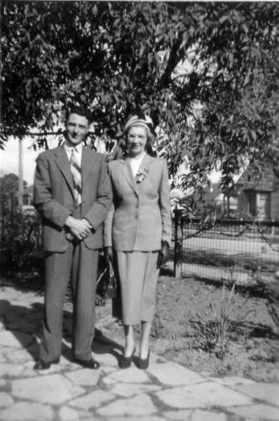 1952 05 Leslie St - Keith wedding - Colin, Jean Sargent