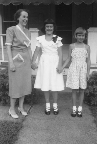 1952 Garfield Ave Eloise, Martha Brown, Angeline Burnett