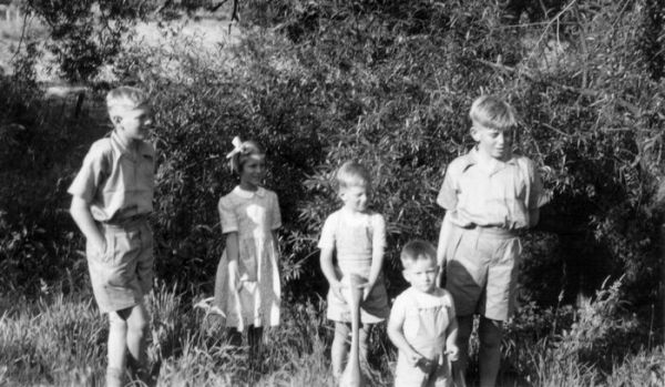 1953 03 Nairne - Shepherd children